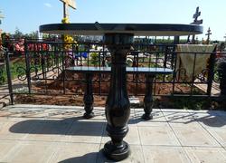 Гранитный стол и лавочка