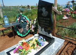 Фигурный гранитный памятник на могилу