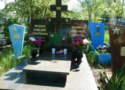 Горизонтальный памятник с крестом из гранита