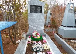 Парный фигурный памятник из мрамора
