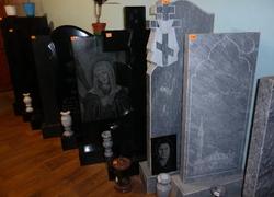 Готовые памятники из мрамора