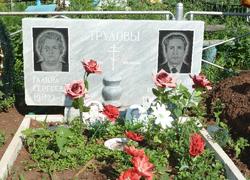 Парный памятник из мрамора с портретами