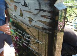 Памятник из гранита с графическими элекментами
