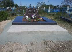 Парный памятник из гранита с площадкой