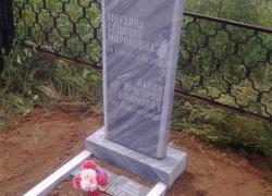 Мраморный памятник установленный на могиле