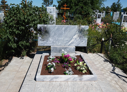 Памятник из мрамора горизонтальный