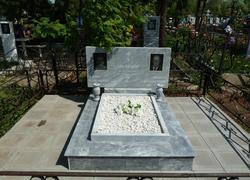 Парный горизонтальный памятник из мрамора