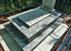 Мраморная площадка и плитка на могилу