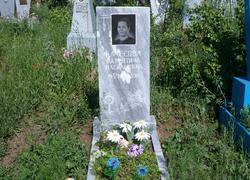 Установленный на могилу памятник
