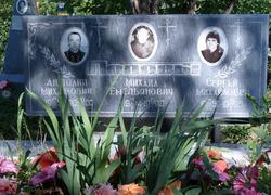 Групповой мраморный памятник